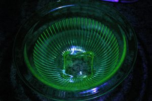 uranium glass 3 lb bowl 1000 counts
